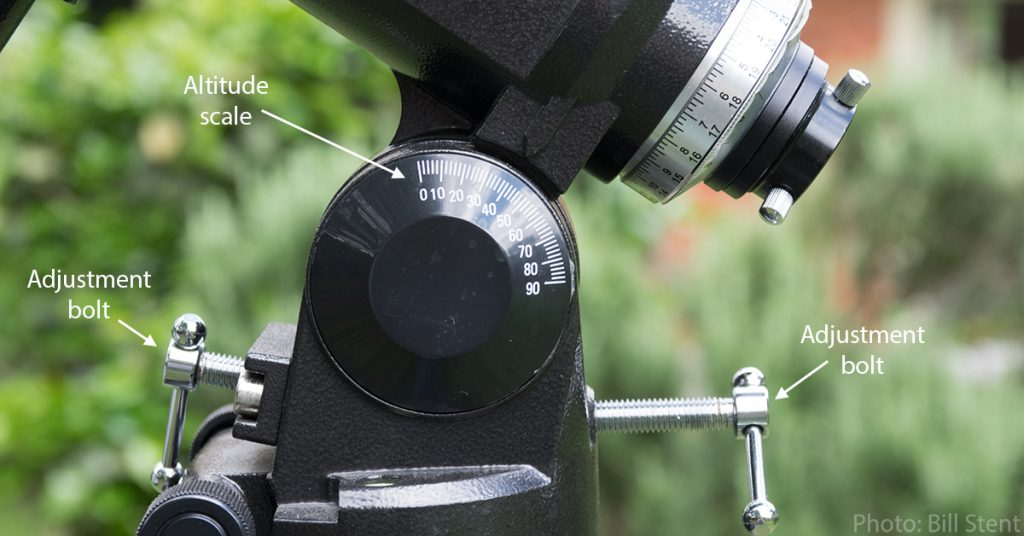 Altitude scale and adjustment bolts for the polar axis